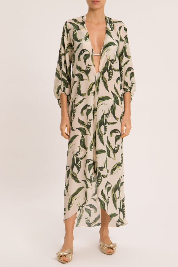 Inspired by vintage movie references, this midi robe is made with linen-blend in watercolor hue and puff sleeves.. pair it with a matching bikini on your way to the beach