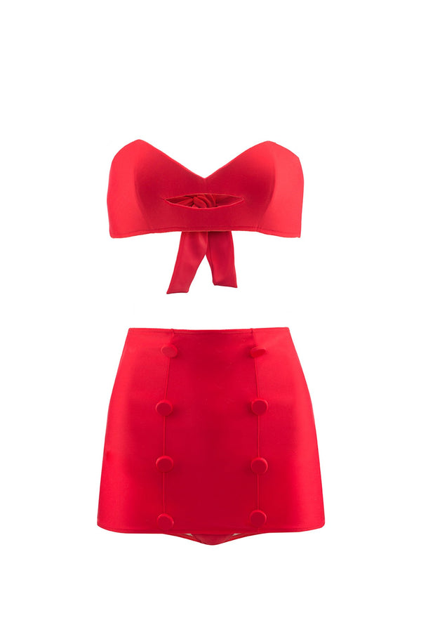 The high waisted hot pants paired with a structured kiss-shaped top is a modern interpretation of classic 1950's shapes