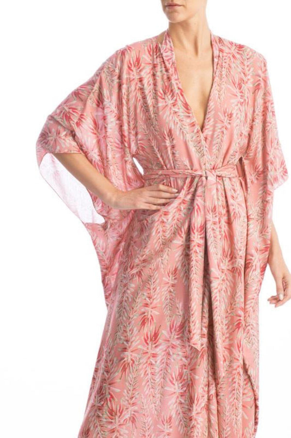 This kimono is made of silk with a wrap-around style and classic fluid sleeves. Layer it over one of our swimsuits for a glamurous poolside appearcence.