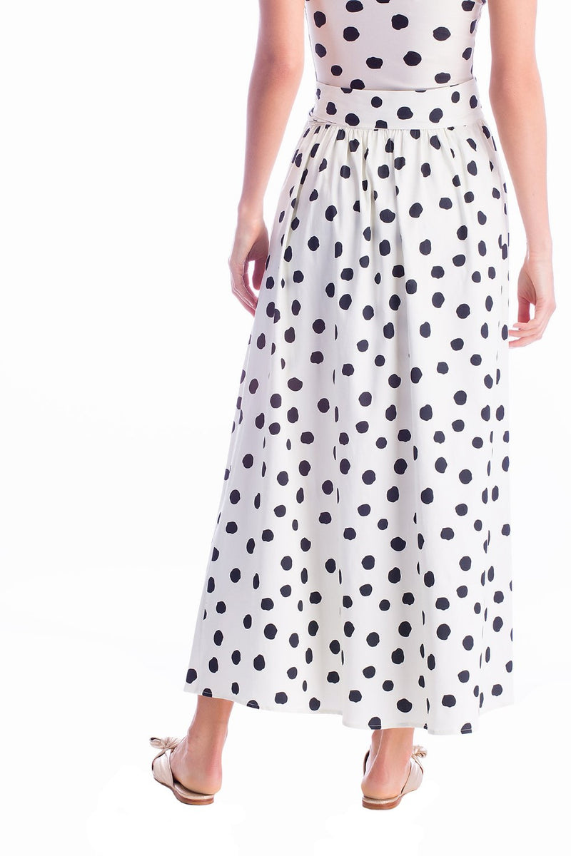 Effortless chic and very elegant, this pareo skirt is a nice option for your next summer vacation