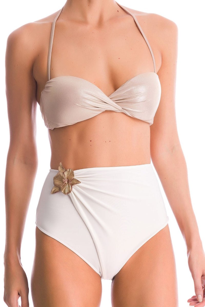 These hot pants bikini comes with a detachable ceramic flower brooch wich brings the piece a vintage twist - also the removable strap helps for na extra support