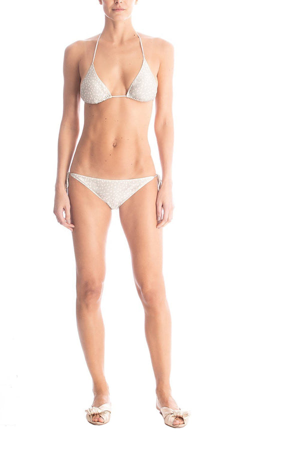 This triangle bikini set is made of stretch fabric with and resin details and removable padding