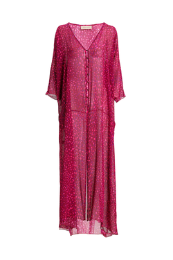 This long kaftan is a stylish representation of the label´s use of 1970´s for inspiration. It´s made of silk with lace-up front and loose fit. Layer it over swimwear and add flat sandals for a day at the beach