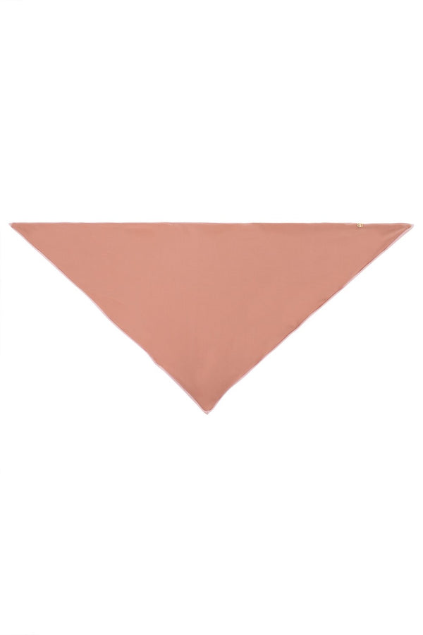 This triangle scarf is made of stretch fabric and can be used as headband while on vacation