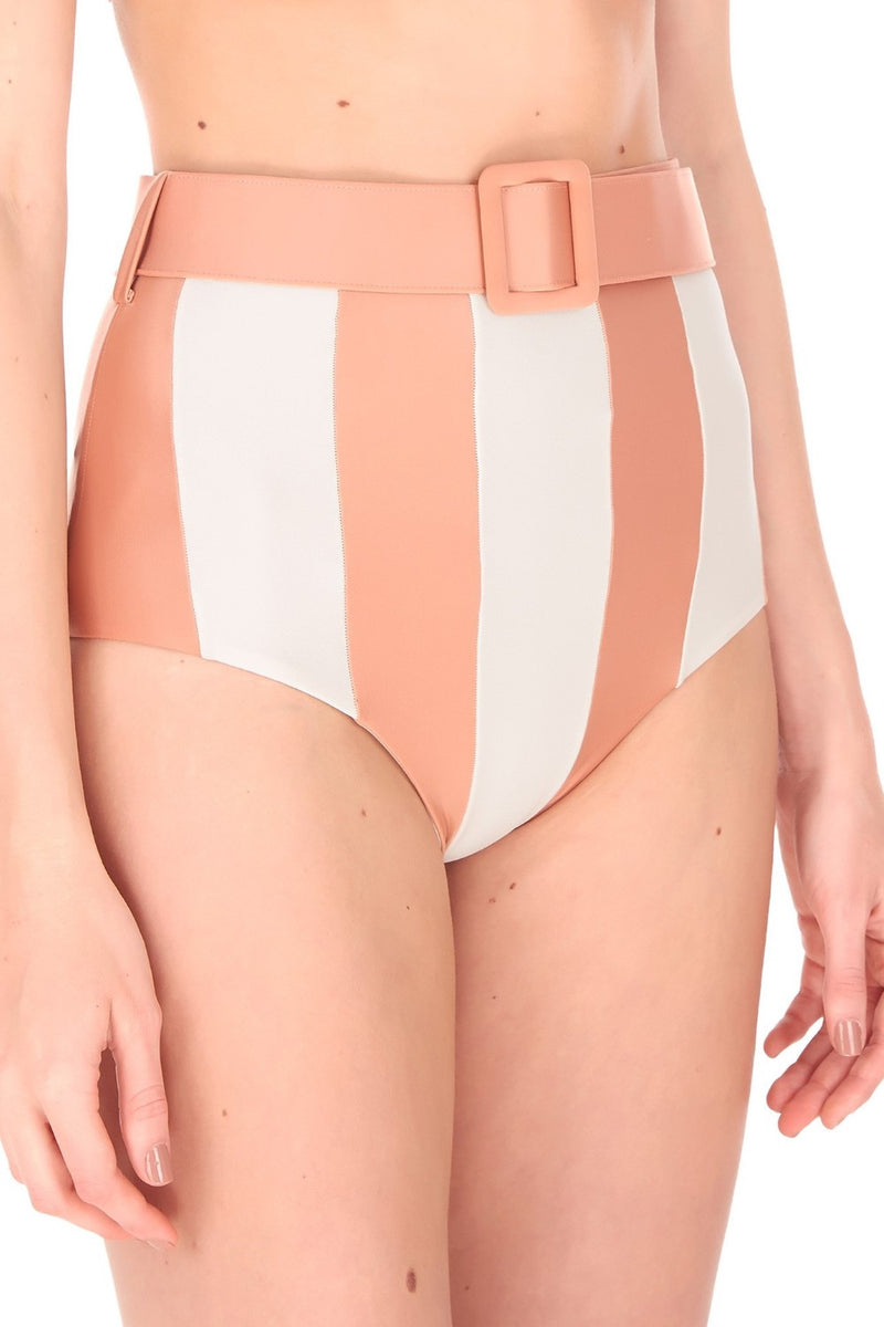 The hot pants are reminiscent of 1950s and 1970s aesthetics. It has removable padding and belt fastened for your comfortable fit