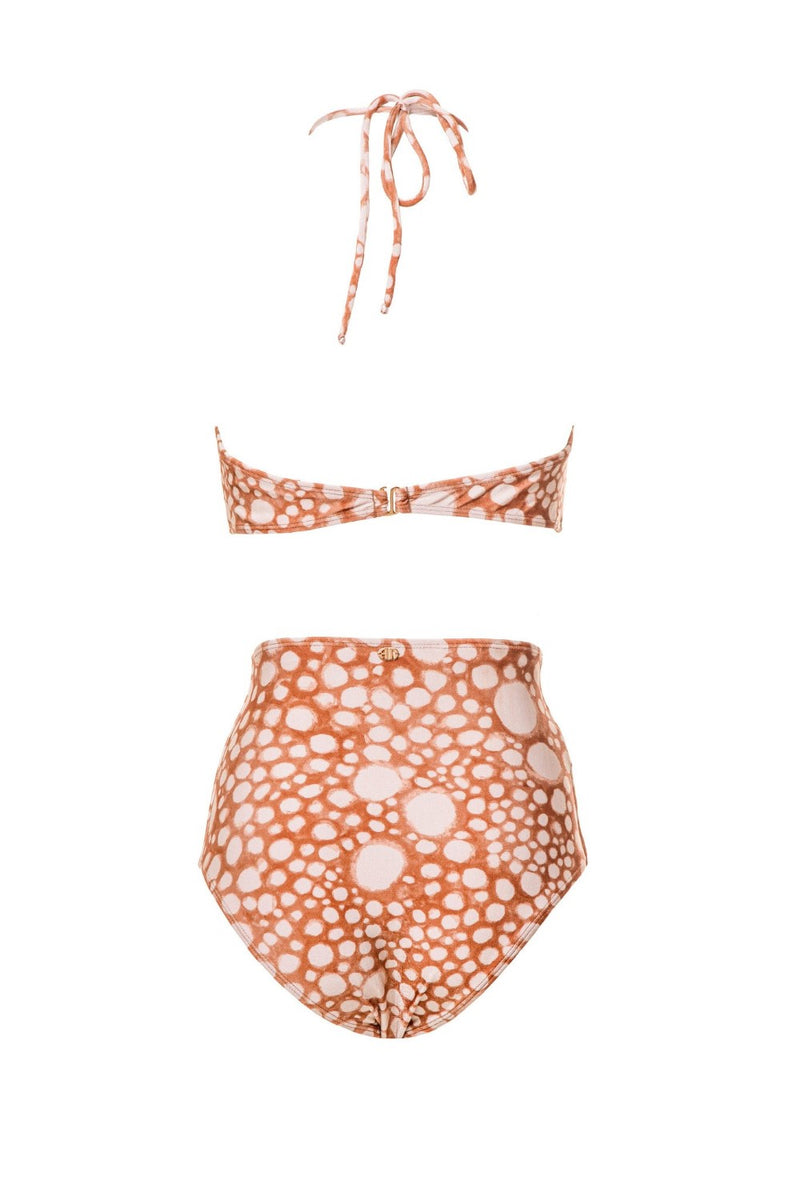 With a central round metal embellishment, this mimetic hot pants set features our exclusive Ray Fish print, inspired by stingray's skin pattern