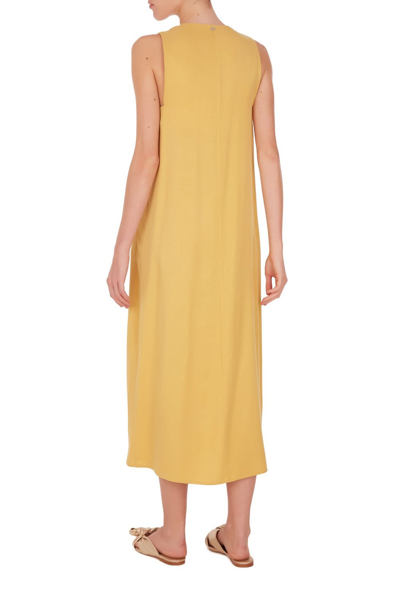 This utility style dress focus on simple and vintage design. With front buttons fastening it's cut to a loose and relaxed fit that is essential for your summer wardrobe