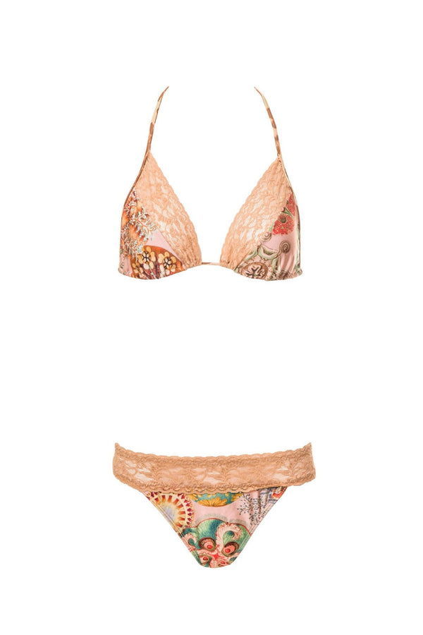 Mixing the practicality of a bathing garment and the delicacy of lingerie, this triangle top bikini set brings together our exclusive Sea Biscuit print and wide beige lace borders