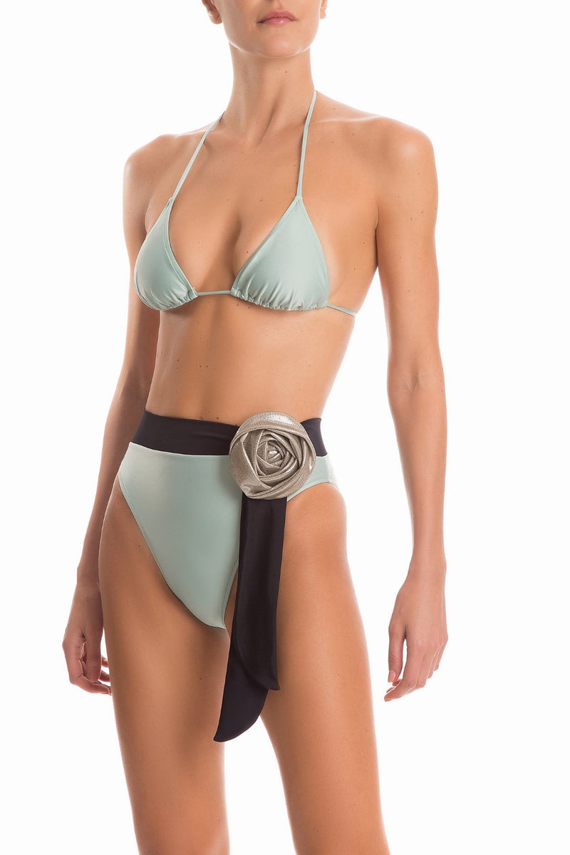 This glamorous and new vintage style triangle bikini is made with stretch fabric and shaped with soft padding and halterneck straps
