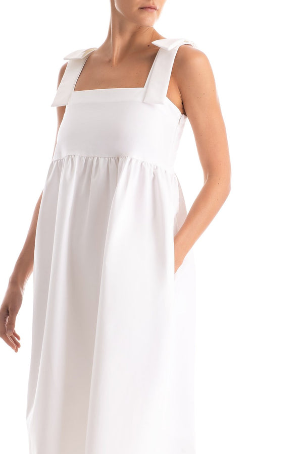 Think about easy going pieces like this charming midi dress for your next vacation. It´s crafted from cotton with a square neckline and wide straps. Simply carry a basket bag and slip on flat sandals for walks along the beach