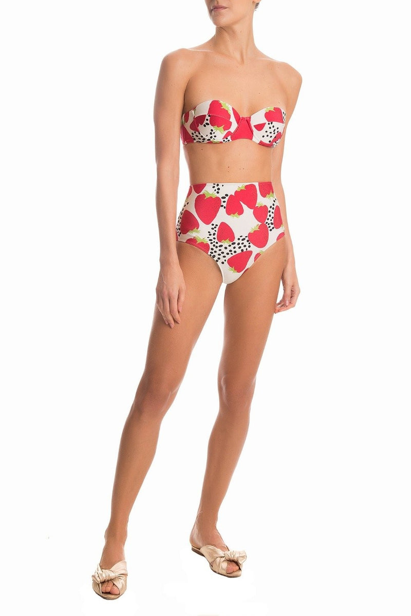 These hot pants are shaped with high-waist silhouette and printed with our iconic Strawberry exclusive illustration