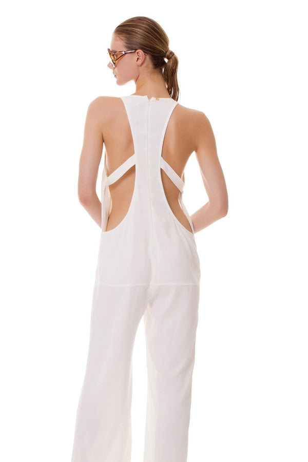 For a clean, yet remarkable look, go for this full lenght white jumpsuit