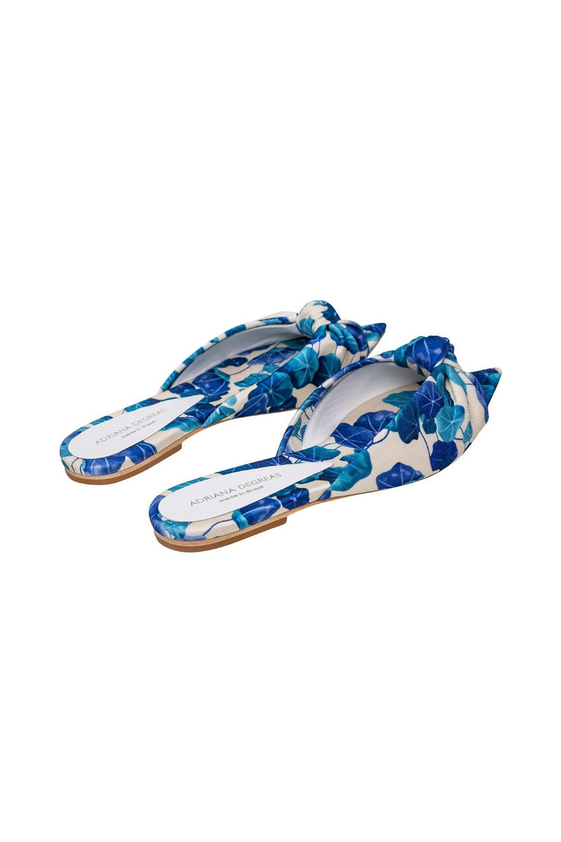 Chic with a vintage twist, this patterned flat is comfortable and ensures a touch of style to the look