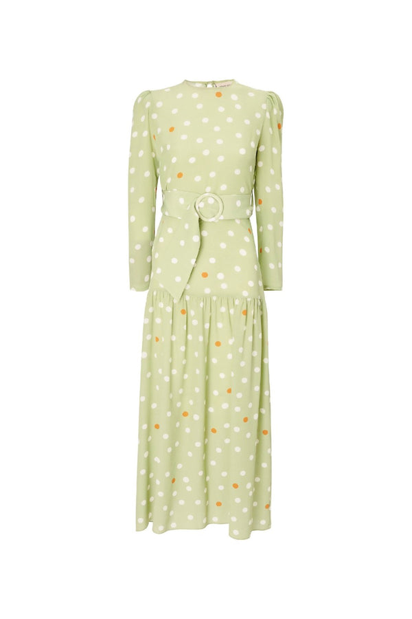With a feminine aesthetic and a vintage charm, this long dress printed with polka dots has the playful mood of the collection. We love it with flat sandals and clutch for a day wedding
