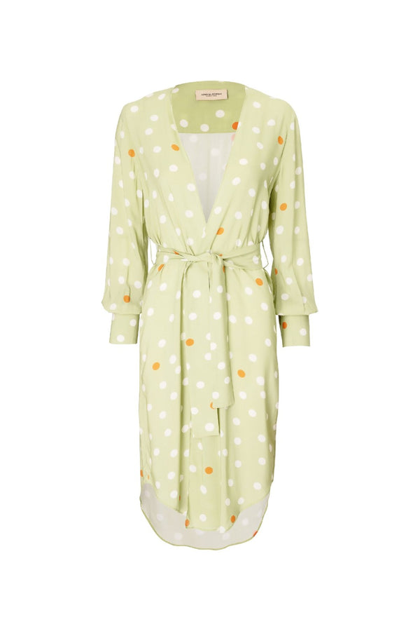 This retro polka dot midi robe comes in a loose silhouette with a matching belt at the waist for a perfect fit
