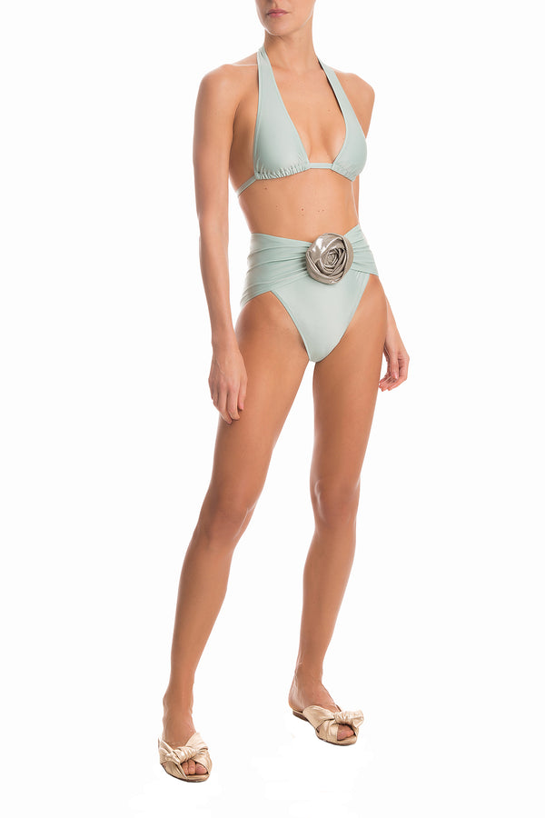 Made with stretch fabric, this long triangle bikini is shaped with soft and removable padding