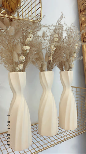 Fluffy reed grass & bunny tails in ceramic vase