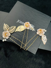 Load image into Gallery viewer, GIANNA - Fancy Flower Hair Pins Set In Gold