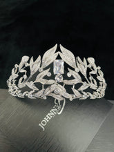 Load image into Gallery viewer, MAYE-CZ Pave Leafs With Center Stone Tiara In Silver