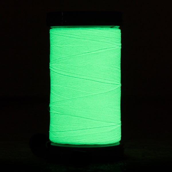 AR04 - Ahrora 40wt Glow in the Dark Polyester Lemon Lime Thread - wonderfil-online-eu
