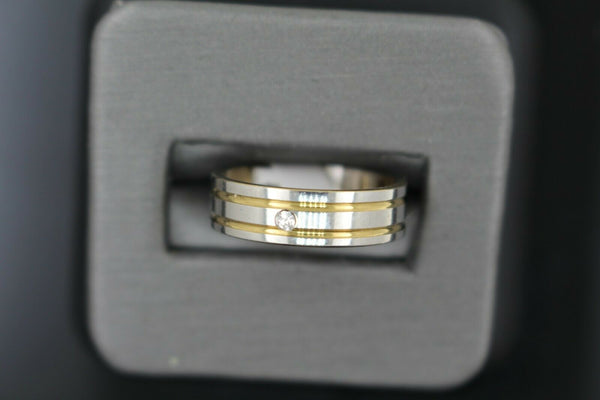 18k Solid Gold Elegant Ladies Modern Zirconia Shinny Finish Band Ring R9218m