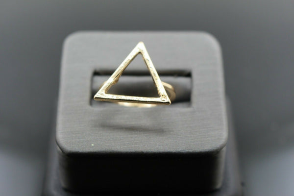 18k Solid Gold Elegant Ladies Modern Triangle Designed Fancy Ring R9139m