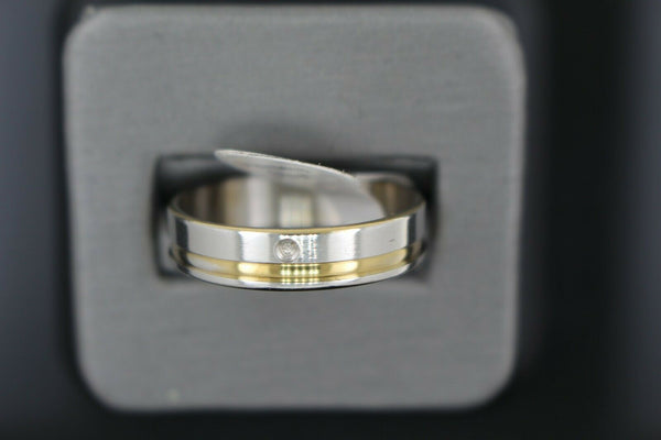 18k Solid Gold Elegant Ladies Modern Shiny Finish with Zirconia Band Ring R9026m