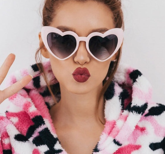 Heart style oversize retro pinup sunglasses