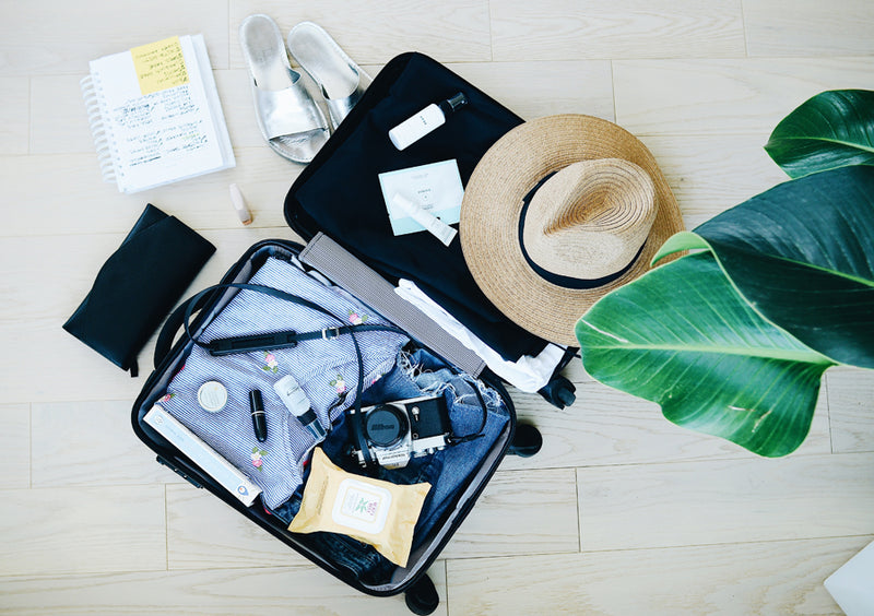 5 All-Natural Items Nervous Fliers Should *Always* Pack in Their Carry-On