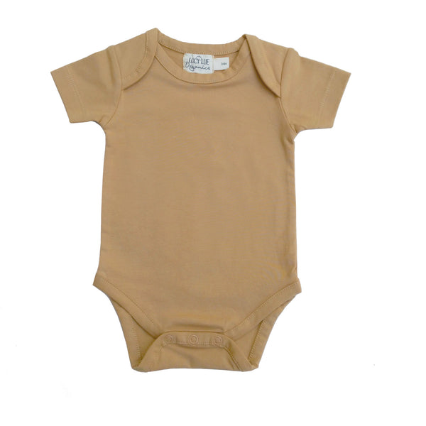 Lucy Lue Organics short sleeve baby bodysuit. Organic newborn clothes. Baby clothing. Gender neutral newborn clothes. Baby romper. Organic baby bodysuits. modern organic baby clothes. newborn clothes. sustainable baby clothes.  Soft baby clothes. solid color baby clothes