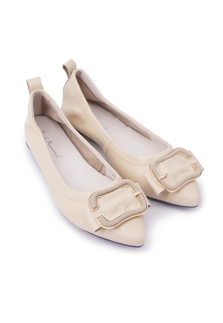 Chic Buckle Flats - Beige