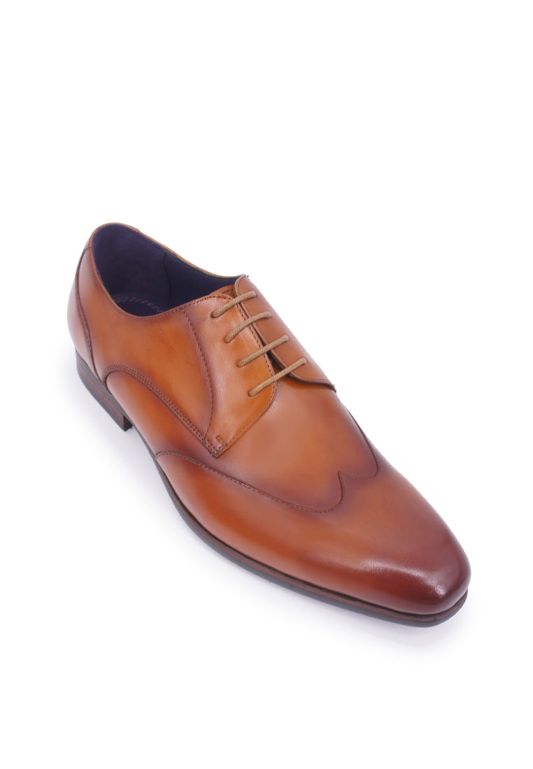 Rad Russel derby dress shoe with wing-tips