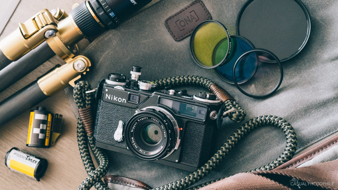 Custom lenght Black leather camera strap Red wire color personalized Vintage camerastrap