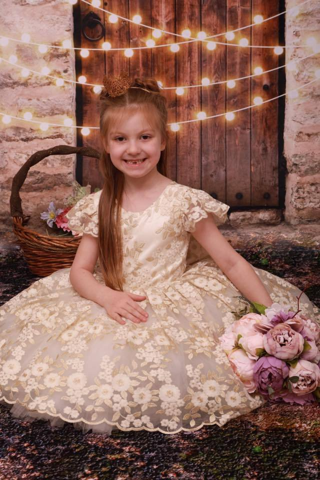 Load image into Gallery viewer, Katebackdrop£ºKate Vintage Wall and Door with Lights Children Backdrop for Children Designed by JFCC