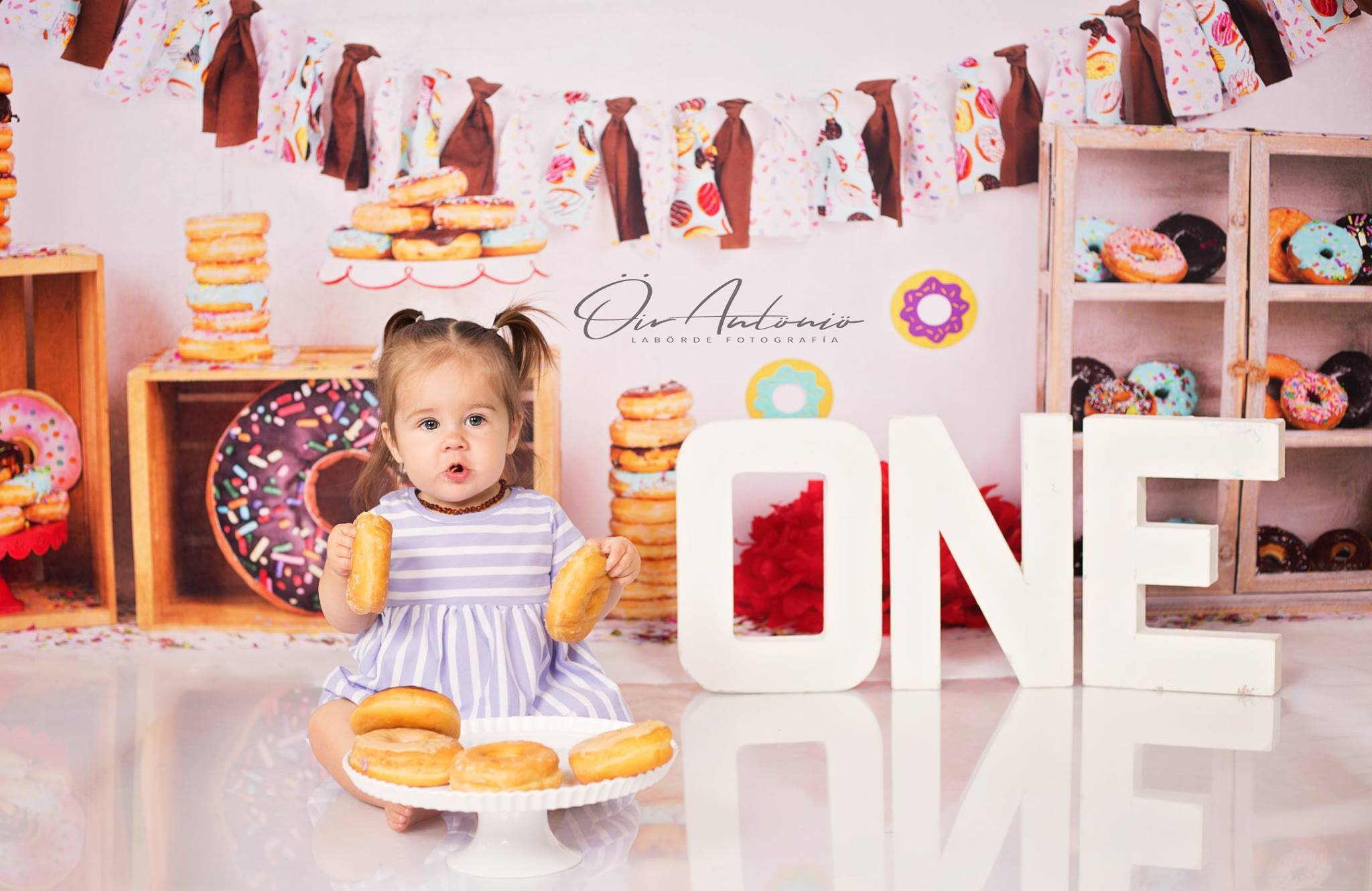 Load image into Gallery viewer, Katebackdrop£ºKate Chocolate Donut Banners Children Birthday Backdrop