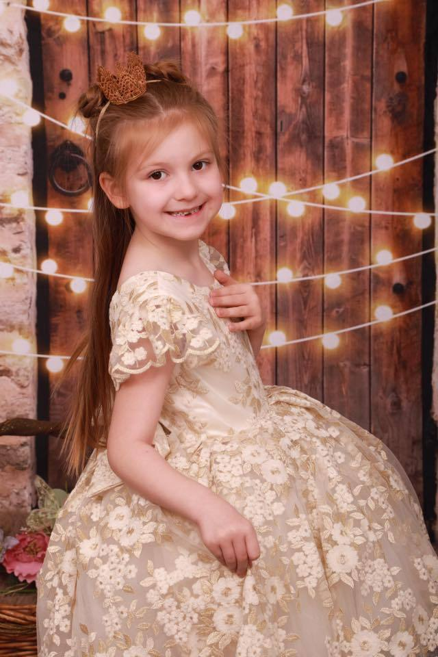 Load image into Gallery viewer, Katebackdrop:Kate Vintage Wall and Door with Lights Children Backdrop for Children Designed by JFCC