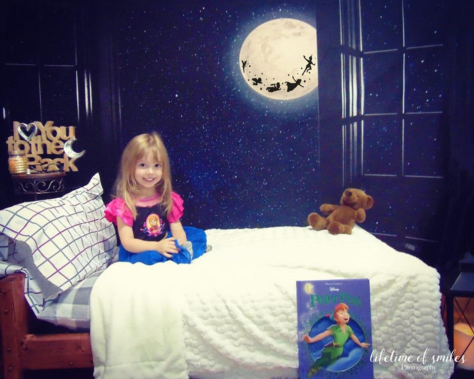 Load image into Gallery viewer, Katebackdrop£ºKate Window Night with Moon and Star View Backdrop Designed By Jerry_Sina