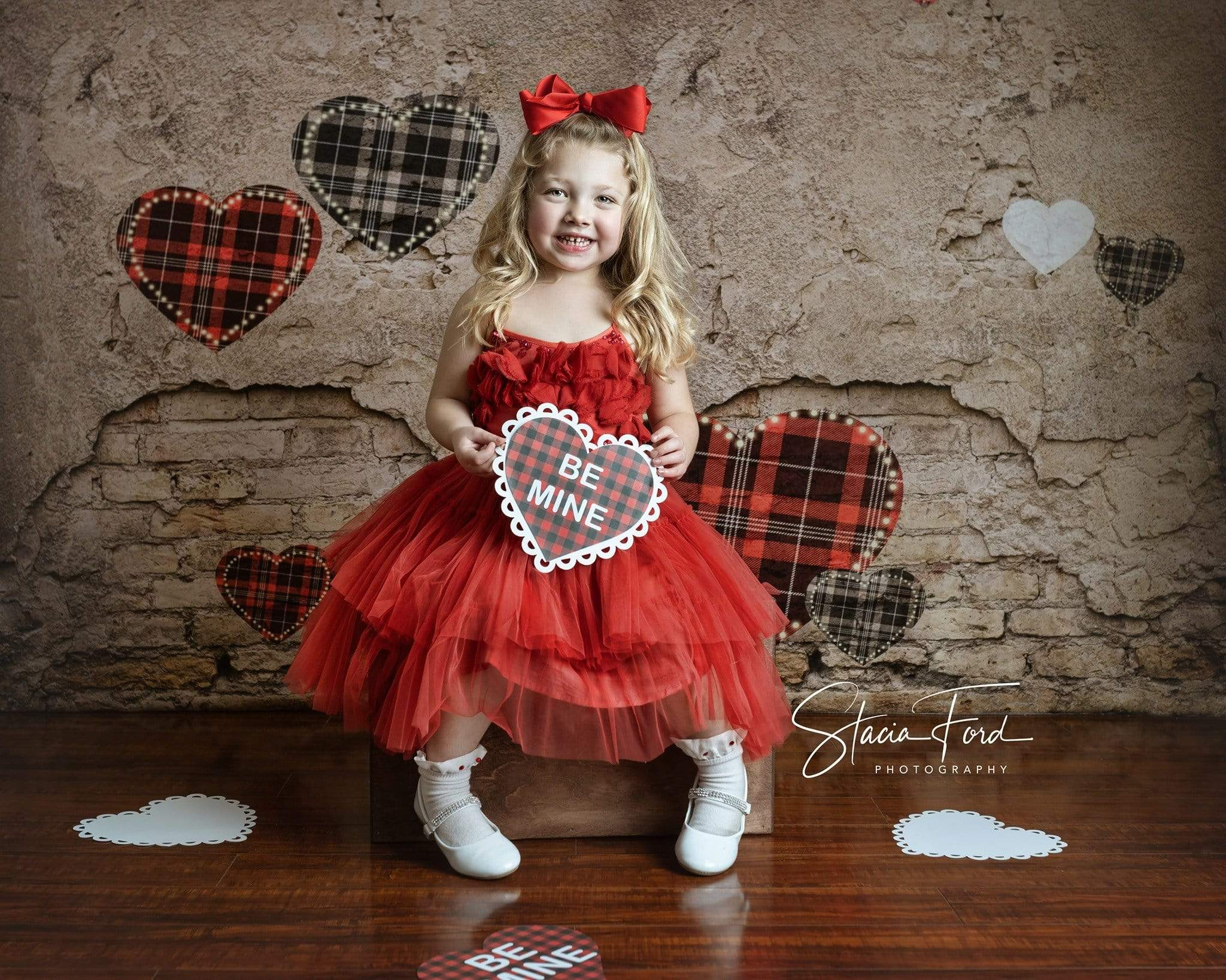 Load image into Gallery viewer, Katebackdrop£ºKate Valentine's Day Love Heart Damaged Wall Backdrop for Photography Designed by JFCC