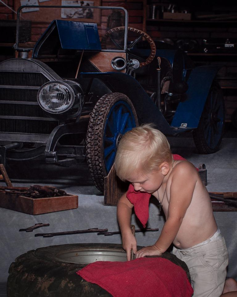 Load image into Gallery viewer, Katebackdrop£ºKate Garage Car Workshop Backdrops for Boy