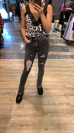 High Waist Jeans destroyed mit Schlitzen