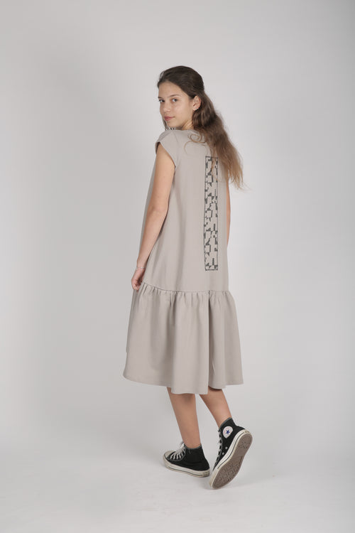 Woman grey drop waist dress with patch