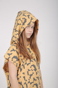 Kids nude sleeveless hoodie with puzzle print