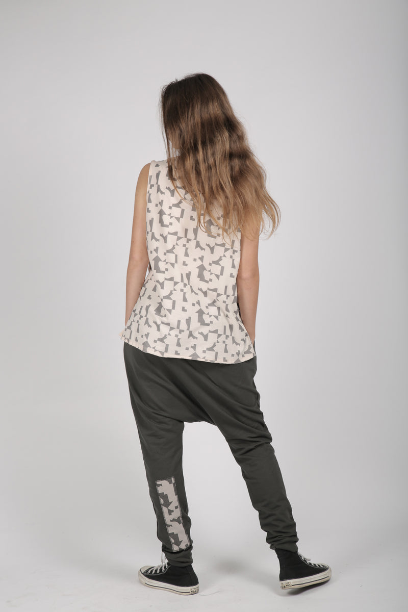 Nude teens tank with puzzle print