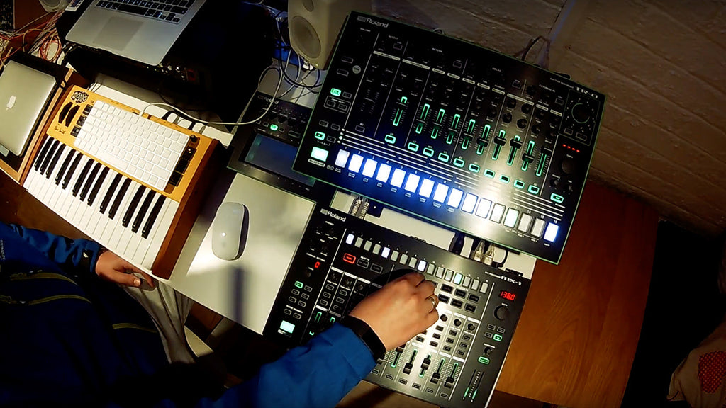 Techno Using Roland Aira TR-8, TB-3 and MX-1