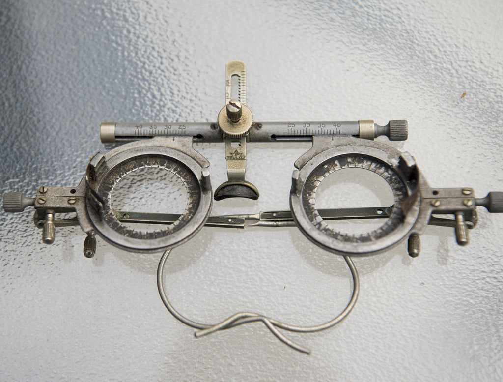 Optometry Eye Testing Set Complete Lens Set & Case With Beveled Glass Circa 1900