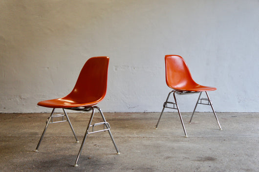 PAIR OF FIBREGLASS EAMES DSS CHAIRS BY HERMAN MILLER 1976