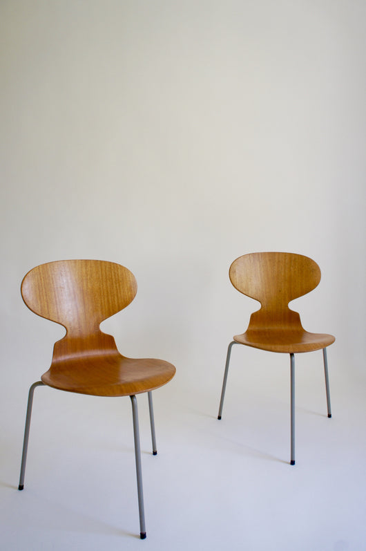 2 x 1950'S ARNE JACOBSEN ANT CHAIRS FOR FRITZ HANSEN