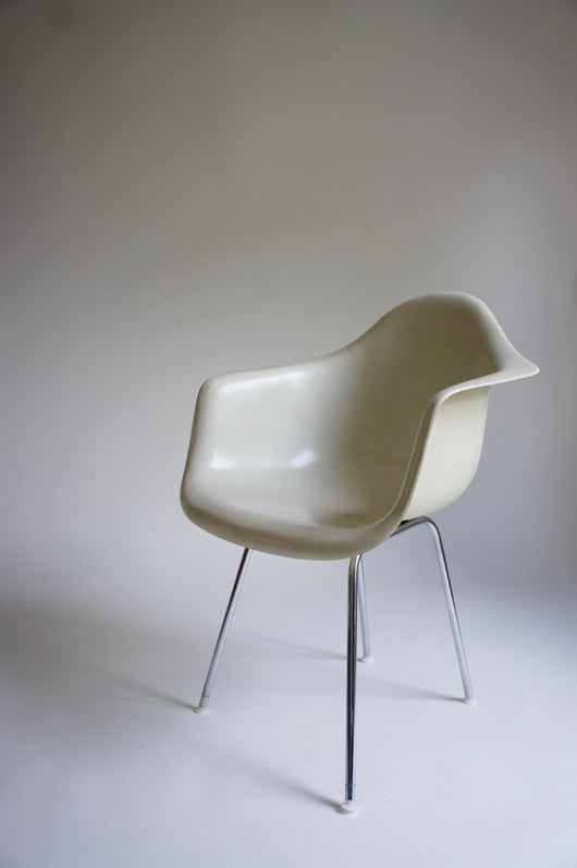 1960'S FIBREGLASS EAMES DAX CHAIR FOR HERMAN MILLER