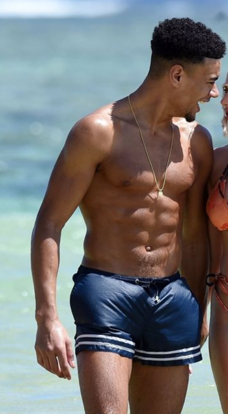 Wes Nelson Shows off his Toned Bod in Sunny Mauritius