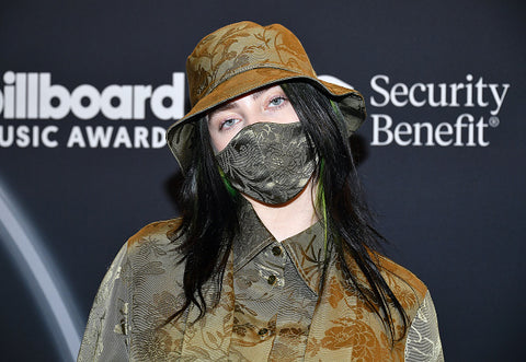 billie eilish at billboard awards with green hat and mask
